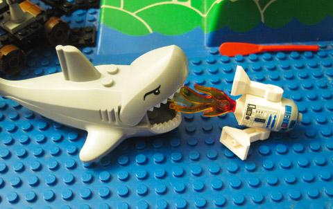 Lego R2-D2 Battles Shark